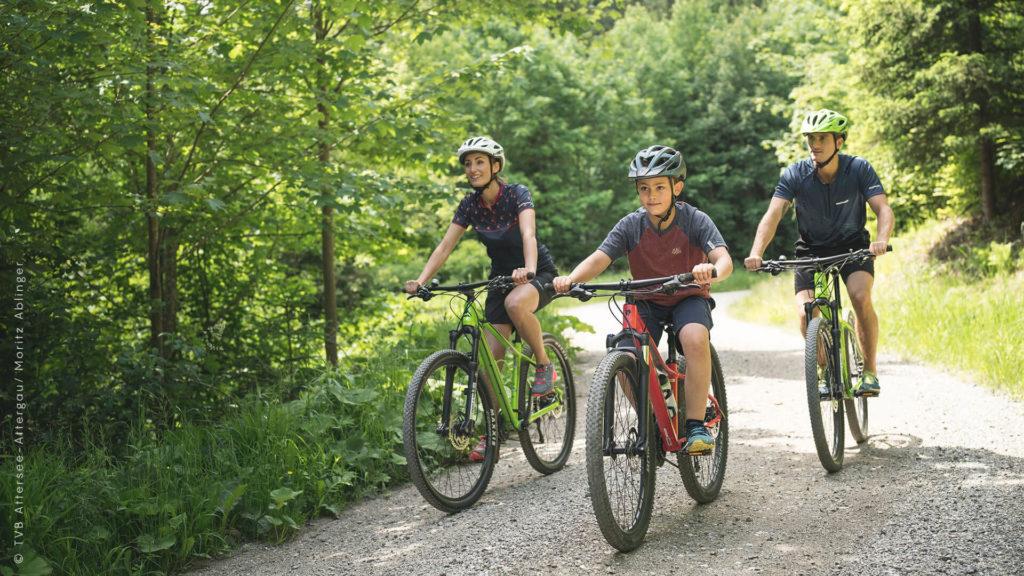 Sportliche Aktivität in St. Georgen in Attergau: Radfahren mit der Familie
